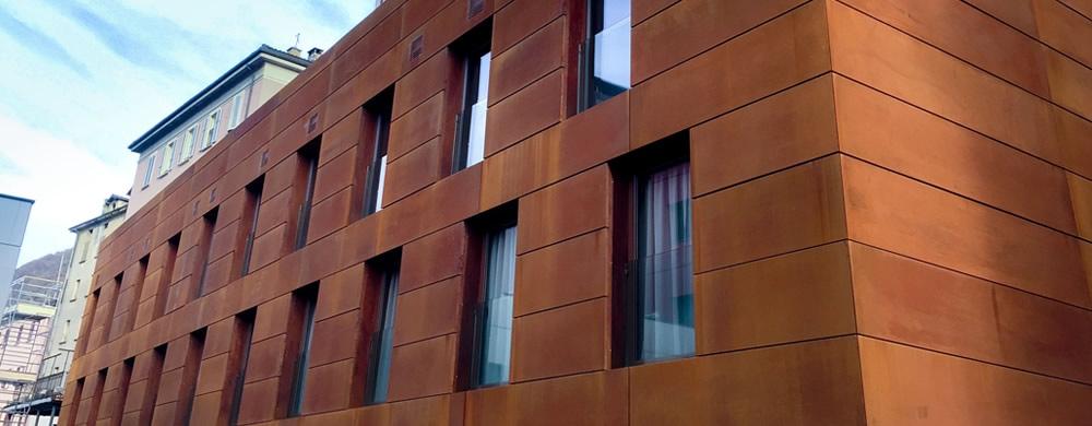 Rivestimenti facciate e costruzioni in acciaio cor ten for Rivestimenti in acciaio e listelli di assi